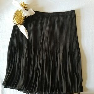 Women's Overlay Stretch Pleated Black Skirt XL